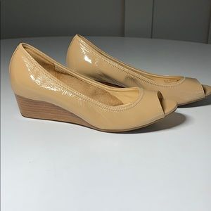 Cole Haan nude tan patent leather wedge pumps 5.5